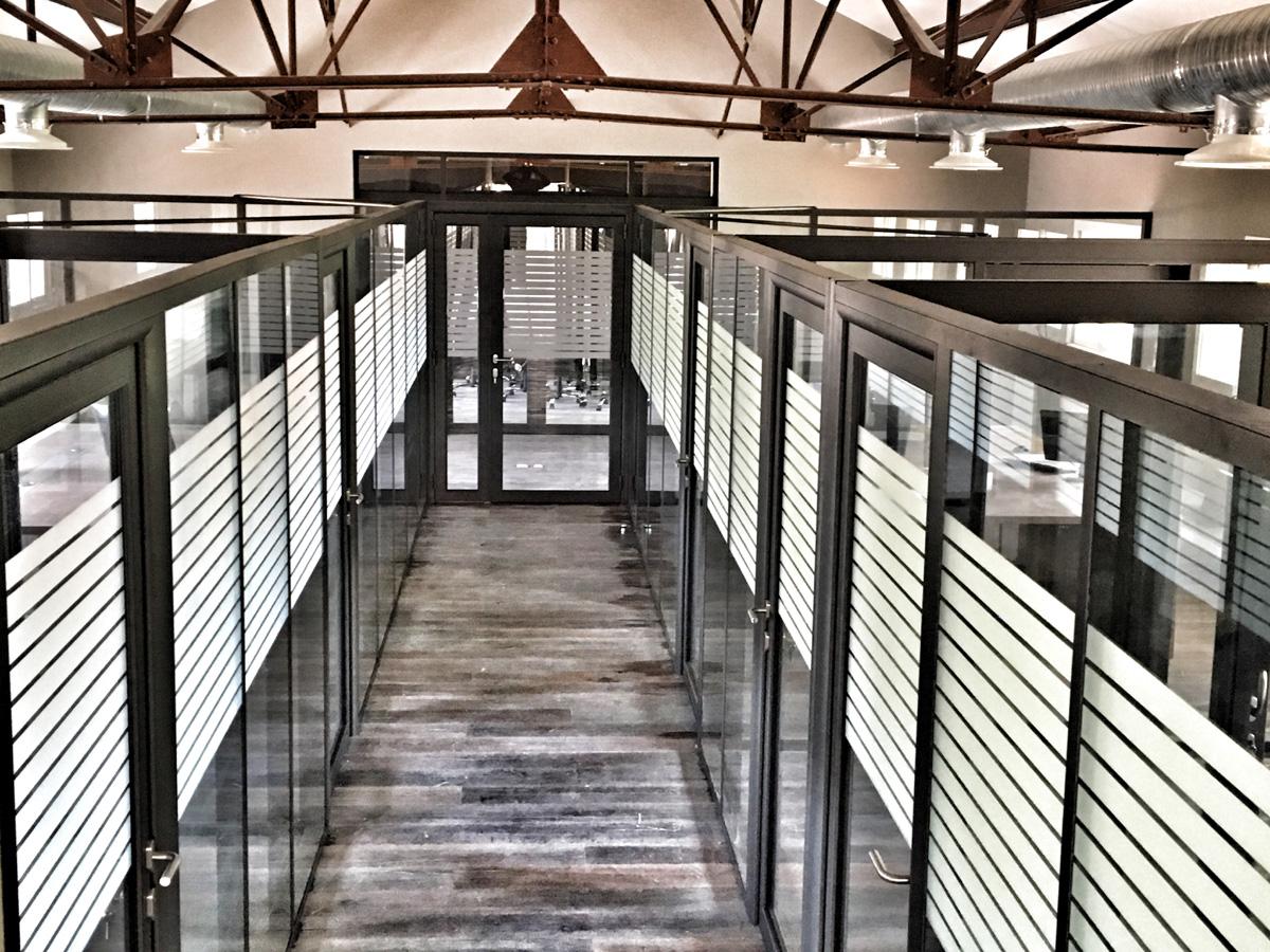 Transformation de local industriel en bureaux.Aubagne